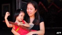 Blogger Mẹ Nấm và con gái năm 2012.