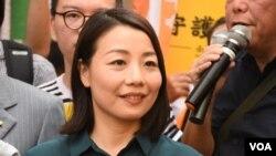 去年被DQ的劉小麗報名參選立法會九龍西補選。(美國之音湯惠芸)