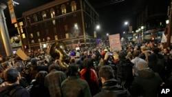 Des centaines de manifestants étaient présents pour manifester contre Milo Yiannopoulos à Berkeley le 1er février 2017.