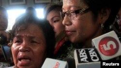 被害女子母亲(左)在法庭