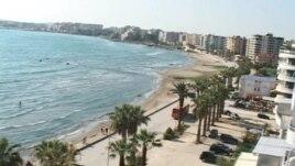 3 të vrarë në plazhin e Radhimës