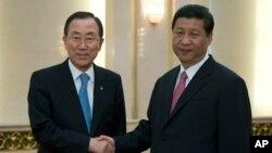 중국을 방문 중인 반기문 유엔사무총장(왼쪽)이 19일 베이징 인민대회당에서 시진핑 중국 국가주석과 회동했다.