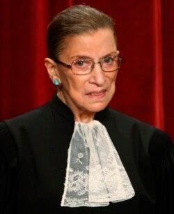 Hakim Agung AS Ruth Bader Ginsburg di Mahkamah Agung, Washington, 29 September 2009. (Foto: REUTERS/Jim Young)