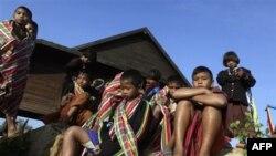 Nhiều người thuộc các sắc dân thiểu số sống trong các bộ lạc vùng đồi núi hẻo lánh không có quốc tịch Thái Lan
