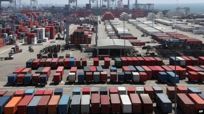 Hàng hóa tại cảng Long Beach, California