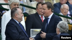 Britain's Prime Minister David Cameron (R) shakes hands with the First Minister of Scotland, Alex Salmond (L), July 8, 2012.