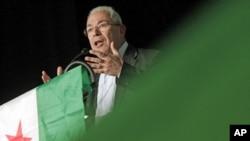Nhà lãnh đạo của SNC Burhan Ghalioun, một học giả theo khuynh hướng thế tục, tuyên bố sẽ từ chức khi có người thay thế
