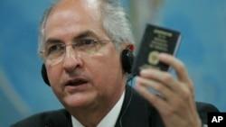 El alcalde de Caracas, Antonio Ledezma, entre otros funcionarios, aseguraron que la Asamblea Nacional de Venezuela, no tiene autoridad legal para retirar las credenciales de diputada a María Corina Machado.