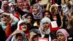 ស្ដ្រីអេហ្ស៊ីបស្រែកពាក្យស្លោកពេលពួកគេធ្វើបាតុកម្មនៅទីលាន Tahrir នៅទីក្រុង Cairo ប្រទេស អេហ្ស៊ីប នៅថ្ងៃទី១ ខែមេសា ឆ្នាំ២០១១។