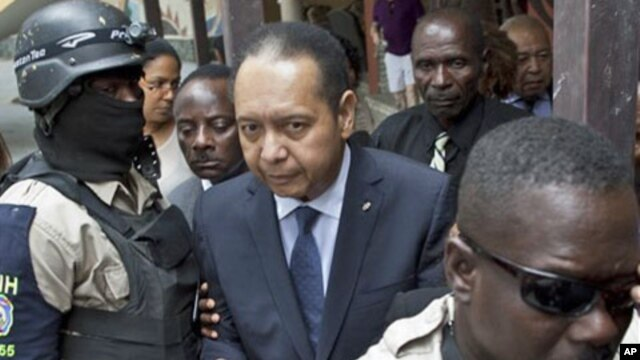 Police officers take ex-dictator Jean-Claude Duvalier out of his hotel in Port-au-Prince, Haiti, 18 Jan 2011.