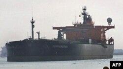 Gần 2 triệu thùng dầu di chuyển ngang qua Ai Cập mỗi ngày xuyên qua kênh Suez