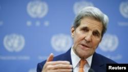 Menteri Luar Negeri AS John Kerry saat konferensi pers di markas besar PBB di Manhattan, New York, 18 Desember 2015.