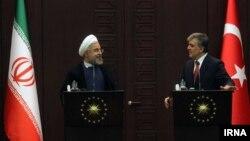 نشست مطبوعاتی حسن روحانی (چپ) و عبدالله گل رؤسای جمهوری ایران و ترکیه در آنکارا - ۱۹ خرداد ۱۳۹۳