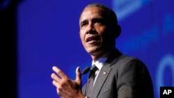 Barack Obama, expresidente de EE.UU. hace una visita sorpresa a un hospital infantil en Washington, el miércoles.