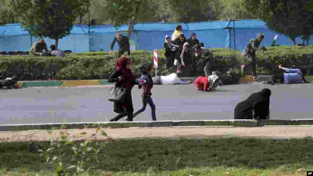 زنان و کودکان در جستجوی پناهگاه