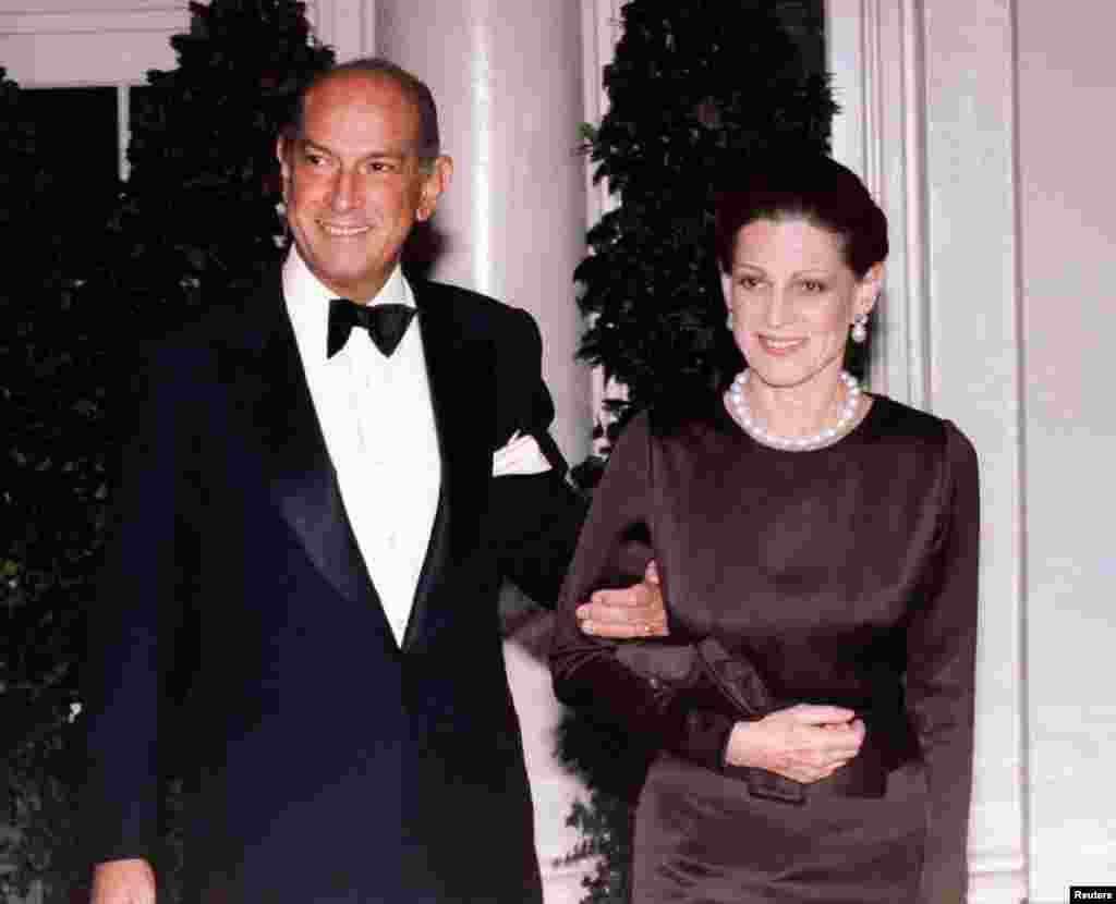 Fashion designer Oscar de la Renta and his wife, Annette, arrive for the State Dinner in honor of French president Jacques-Chirac, White House, Feb. 1, 1995.