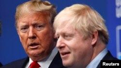 英国首相约翰逊于2019年12月4日在英国沃特福德举行的北约领导人峰会上欢迎美国总统特朗普。