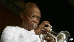 Hugh Masekela no Festival de Jazz de New Orleans (2006)