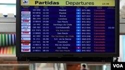 En Buenos Aires se extendió la prohibición de volar por 30 horas más.
