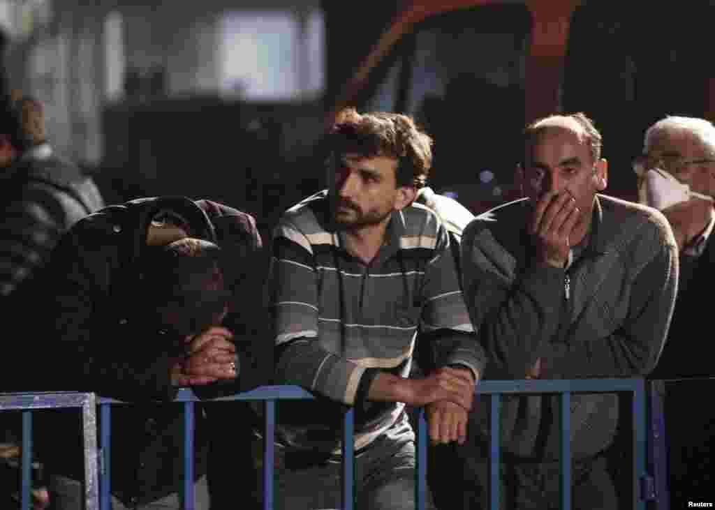 Prema privremenim informacijama u nesreći u rudniku ugljena u na zapadu Turske poginulo je više od 200 rudara.363 rudara su, prema dosadašnjim informacijama, spašena. 14. maj, 2014