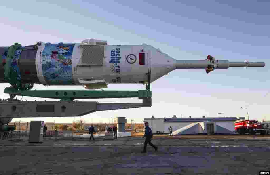 اس کے ذریعے تین خلا نورد، جن میں امریکی اور جاپانی خلائی ایجنسیوں کے انجینیئرز بھی شامل، بین الاقوامی خلائی اسٹیشن کی طرف روانہ ہوں گے۔