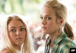 "AnnaSophia Robb and Carrie Underwood in ""Soul Surfer"""