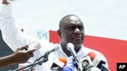 """Bento Bento, primeiro secretário do MPLA de Luanda: Acusou """"Mãos Limpas"""" (sic) de ser parte de uma conspiração internacional contra Angola, o MPLA e José Eduardo dos Santos"""