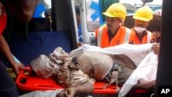 印度孟買郊區的一座公寓樓房倒塌,導致十人喪生,其中包括5名兒童。緊急救援人員從瓦礫中救出20人,目前仍在繼續尋找倖存者。