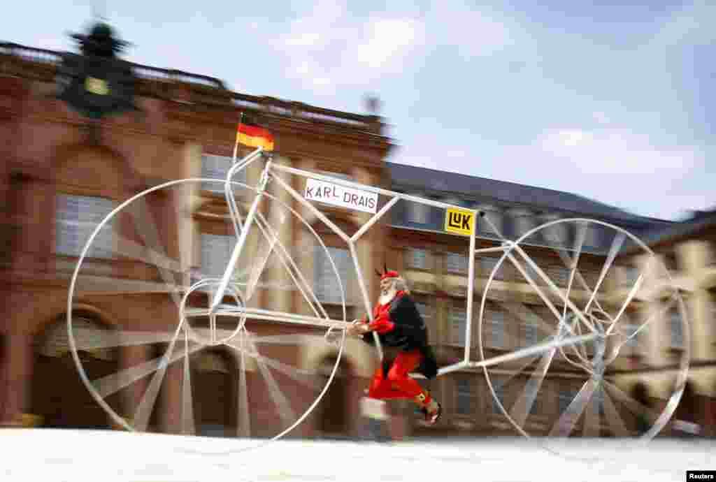 بعض افراد نے نقل و حمل کے روایتی انداز کو تبدیل کرنے کی کوشش کی۔