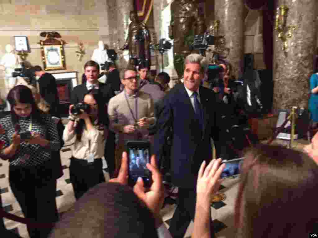 Secretary of State John Kerry arrives for President Barack Obama's State of the Union address, to be given in the U.S. House chamber, Jan. 12, 2016. (D. Futrowsky/VOA)