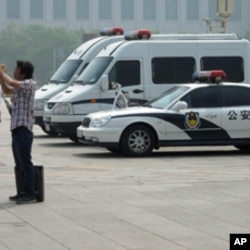 警察在天安门广场值勤