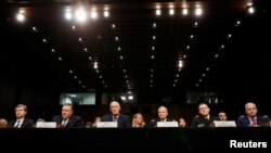 미국의 정보기관 수장들이 13일 상원 정보위 청문회에 나란히 출석했다. 왼쪽부터 크리스토퍼 레이 연방수사국(FBI) 국장, 마이크 폼페오 중앙정보국(CIA) 국장, 댄 코츠 국가정보국(DNI) 국장, 로버트 애쉴리 국방정보국(DIA) 국장, 마이크 로저스 국가안보국(NSA) 국장, 로버트 카딜로 국가지리정보국(NGIA) 국장.