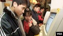 Pengguna internet di Tiongkok (foto: dok).