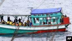 Thuyền đánh cá chở người tị nạn Việt Nam đến gần bờ biển của đảo Christmas của Úc, ngày 14 tháng 4, 2013. (Ảnh tư liệu)