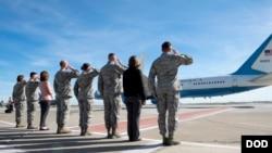 邓福德上将2018年2月1日离开加州一个美军基地前往亚太访问(美国国防部)