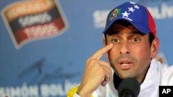 El líder opositor Henrique Capriles llamó a los venezolanos a conservar la calma y no caer en provocaciones.