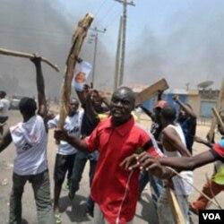 Pemerintah Nigeria masih harus menghadapi masalah kekerasan politik.