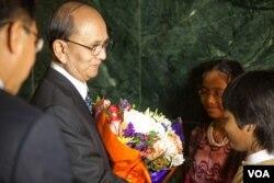 缅甸总统吴登盛5月19号访问美国之音(美国之音艾莉森•克莱因拍摄)