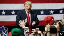 도널드 트럼프 미국 대통령이 4일 테네시주 채터누가에서 열린 선거유세 집회에 참석했다.