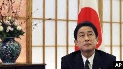 日本外相岸田文雄(資料圖片)將按原計劃在4月份訪問莫斯科.