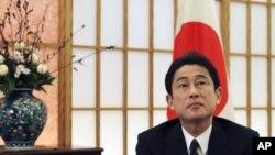 Ngoại trưởng Nhật Fumio Kishida nói Nhật hy vọng 6 tàu tuần tra này sẽ giúp đẩy mạnh khả năng thực thi pháp luật trên biển của Việt Nam