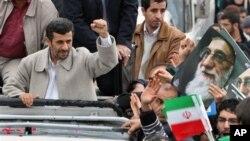 ປະທານາທິບໍດີ Mahmoud Ahmadinejad ແຫ່ງອິຣ່ານຮ່ວມການ ສະຫລອງວັນຄົບຮອບ 32 ປີແຫ່ງການປະຕິວັດອິສລາມ ວັນທີ 11 ກຸມພາ 2011