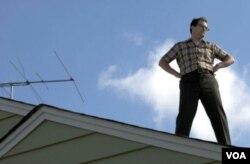 Karakter Larry Gropnik mengalami krisis rumah tangga di saat ia menanti-nanti keputusan mengenai masa depannya sebagai dosen.