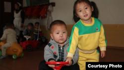 북한 황해남도 해주에서 덴마크 구호단체 미션 이스트의 영양 지원을 받는 어린이들. 출처: Mission East.