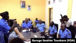 La police d'Abidjan multiplie les réunions pour traquer les délinquants, en Côte d'Ivoire, le 8 octobre 2017. (VOA/Georges Ibrahim Tounkara)