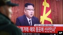Pyongyang permanece técnicamente en guerra con Seúl y Washington ya que el conflicto armado que los enfrentó entre 1950 y 1953 se saldó con un alto el fuego en vez un tratado de paz.