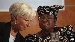 Christine Lagarde, directora-geral do FMI, com Ngozi Okonjo-Iweala, ministra das Finanças da Nigéria e candidata á presidência do Banco Mundial.