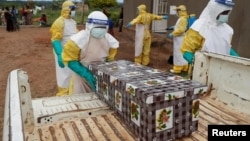 Basali ya bokolongo bamemi sanduku ya mowei ya Ebola, na Beni, na Nord-Kivu, 15 décembre 2018.