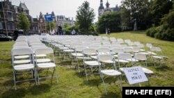Такую же акцию родственники жертв провели в мае 2018 года