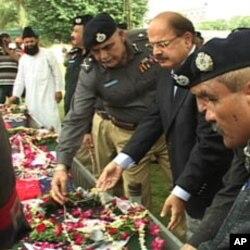 وزیر داخلہ سندھ اور آئی جی پولیس نے ہلاک ہونے والوں کی نمازجنازہ میں شرکت کی